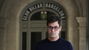 Miqui Otero, en la entrada del Club Billar Barcelona, esta semana.