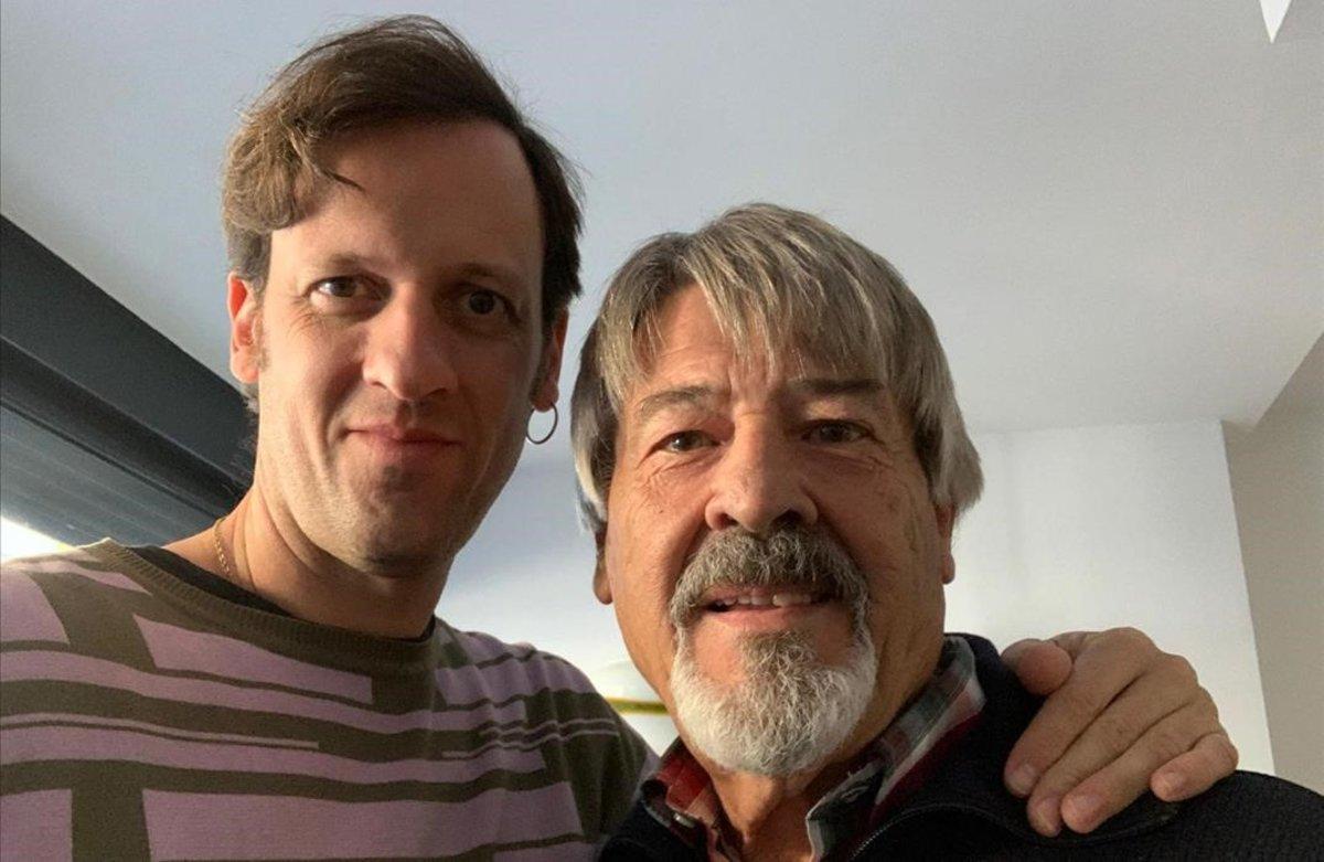 Edu Soto, con su padre, Miguel, al que ha hecho debutar como actor.