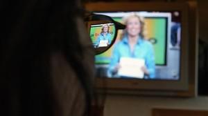 zentauroepp2462331 madrid 9 12 04 telespectador viendo el programa de tele 5 a 170222205716