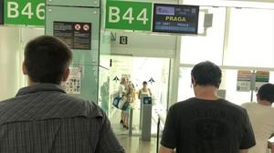 rozas39537528 caos en el aeropuerto emilio perez de rozas170803173215