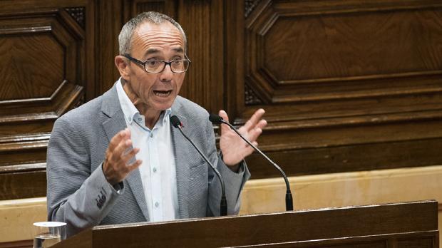Ciutadans, PP y PSC aplauden en pie a Coscubiela con gritos de democracia