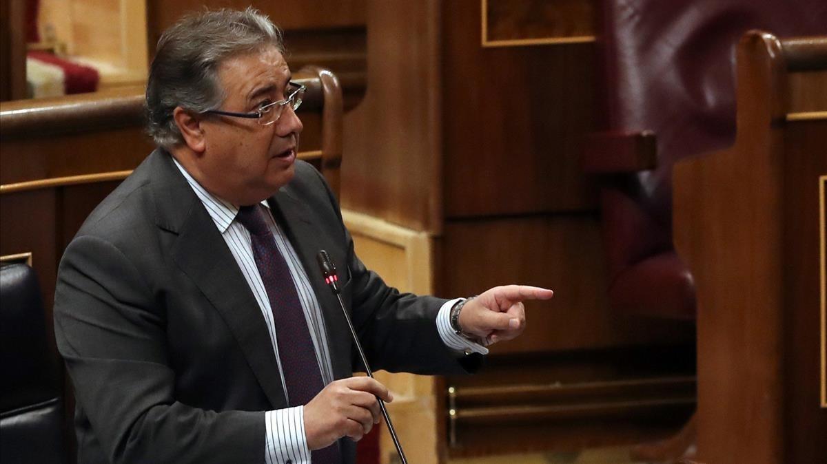 El ministro del Interior, Juan Antonio Zoido, esta mañana en el Congreso de los Diputados.