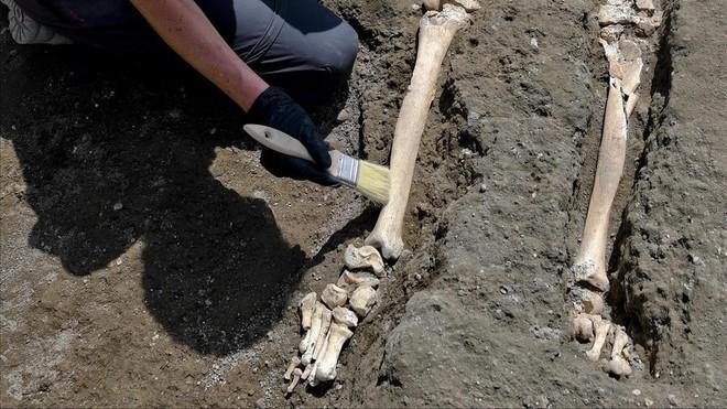 Descubren en Pompeya nuevo esqueleto de una víctima del Monte Vesubio