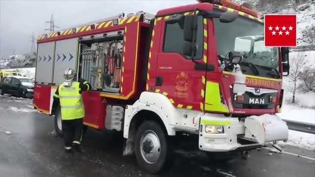 Accident múltiple a Somosierra: gairebé 40 ferits a l'A-1 a Madrid