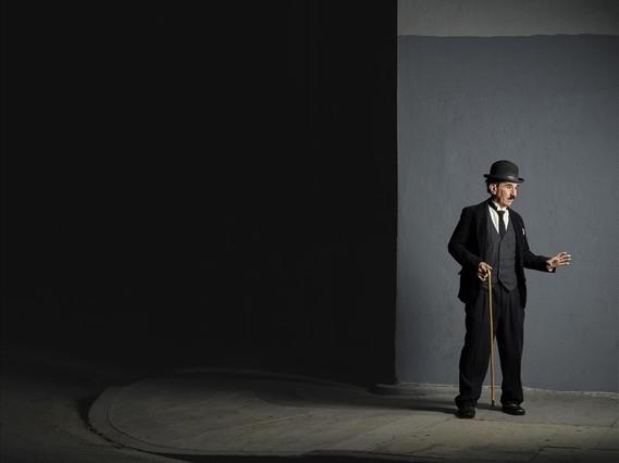 Tobias Santiago es una institución con bigote y bastón. Lleva 15 años haciendo deCharlie Chaplin.