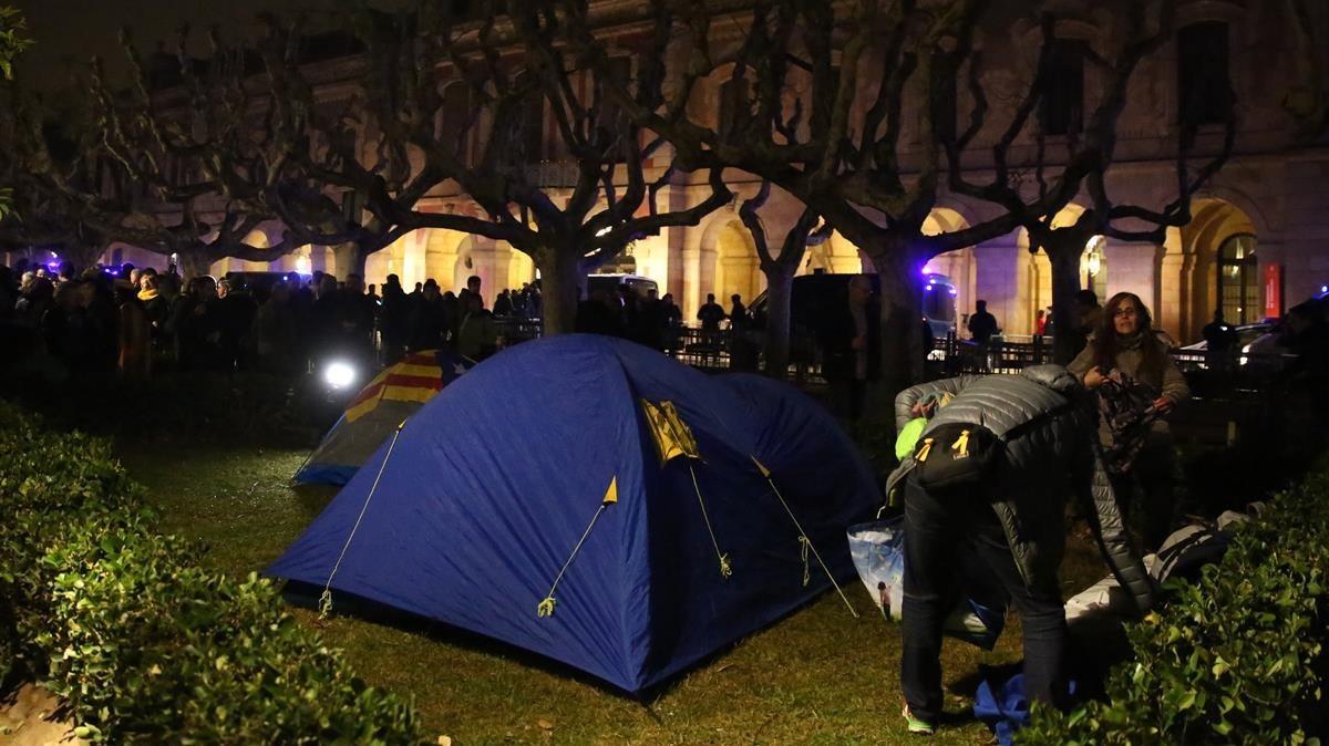 Acampada delante del Parlament.