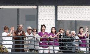 Algunos de los trabajadores y ancianos de la residencia San Jerónimo de Estella que se han confinado juntos paraevitar los contagios, el pasado24 de marzo.