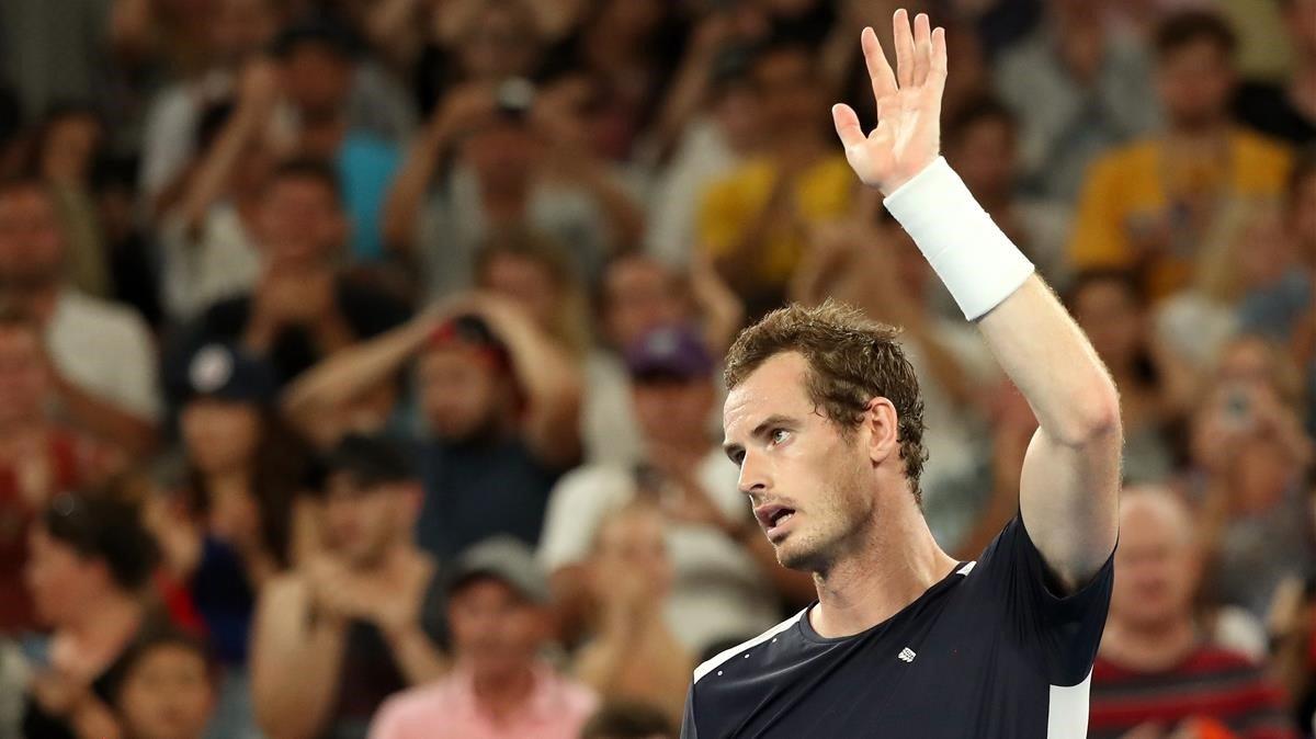 Andy Murray se despide del público en Melbourne.