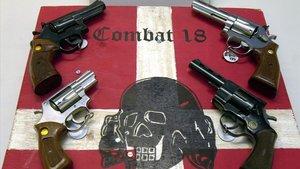Armas decomisadas por la policía a miembros del grupo neonazi Combat 18.