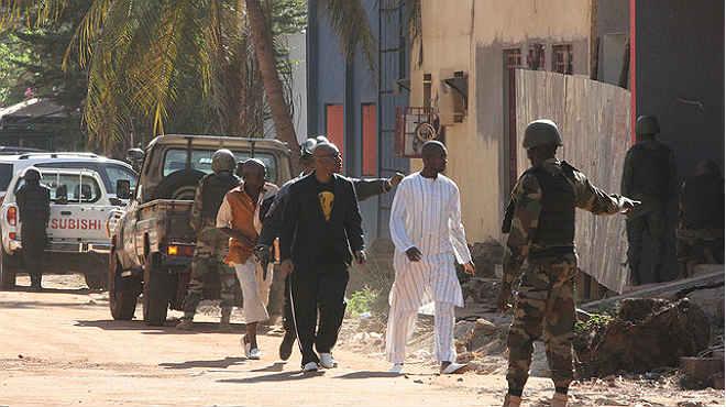 Almenys tres morts i 170 retinguts en un hotel de Mali.