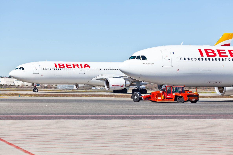 Aviones de Iberia estacionados en ela eropuerto de Barajas.