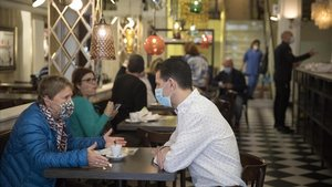Clientes en el Bar Restaurant Nuria.