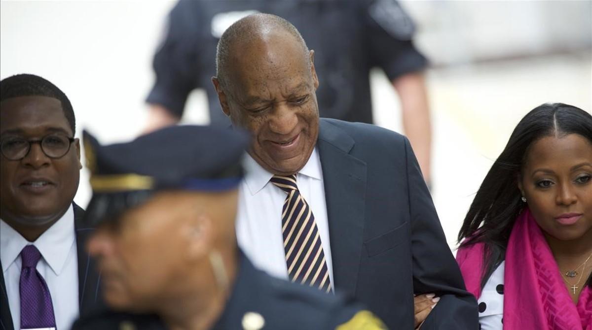 Bill Cosby llega junto a la actriz Keshia Knight Pulliam al juicio que tenia el pasado 5 de junio en Norristown, un pueblecito de Pensilvania.