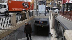 La boca de metro de Maragall situada en la calle de Prat d'en Roquer