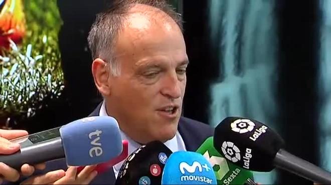 La Federación amenaza a LaLiga con quitarles las competencias de los horarios de primera y segunda.