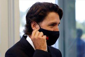 Justin Trudeau, primer ministro de Canadá, con mascarilla por la pandemia.
