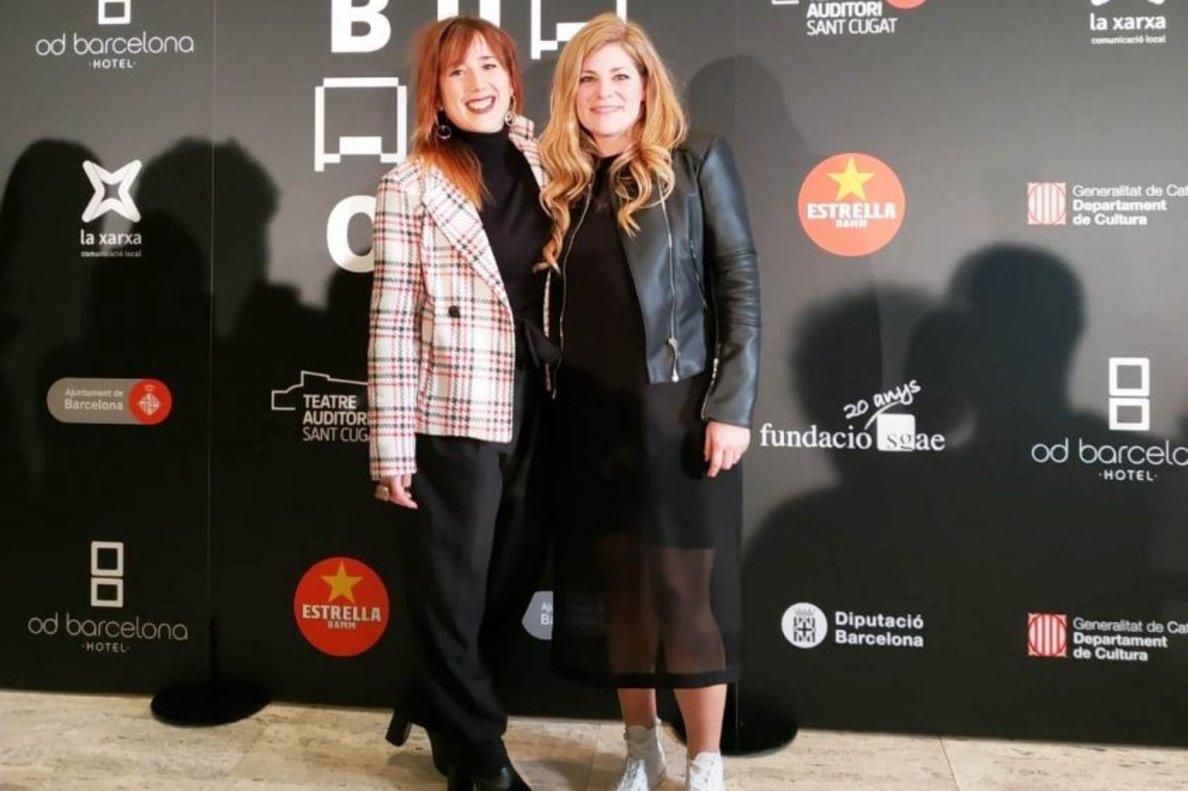 Carla Casals, a la derecha, junto con Laura Pérez durante la gala de los Premios Butaca.
