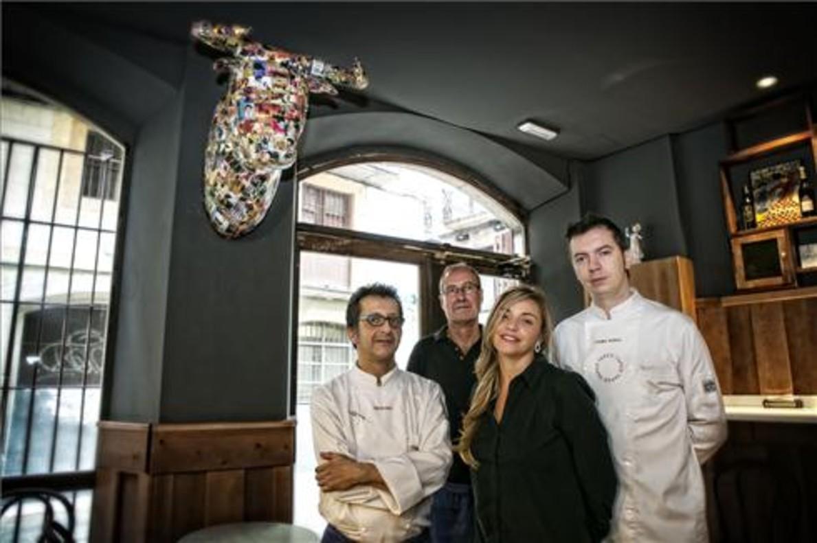 Carlos Calle, Guillermo Bruguera, Natàlia Ferran y Daniel Rueda, en el Tapeo Bar, hermano de Tapeo. Foto: Joan Cortadellas