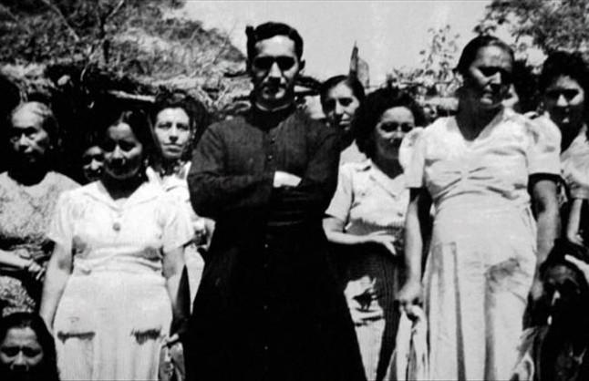 Una imatge del documental sobre el bisbe Óscar Arnulfo Romero, amb els més desprotegits del Salvador.