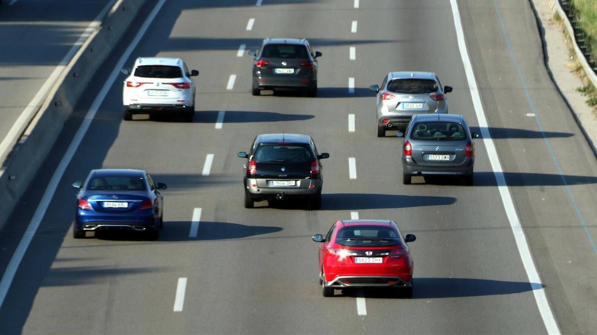 Coches circulando por la Autopista AP7.