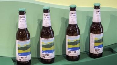 Damm lanza la cerveza Complot, la primera IPA mediterránea