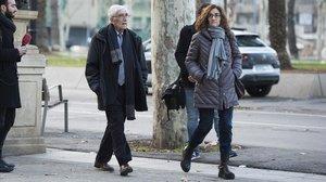 Daniel Osàcar y su hija,a su llegada a la Audiencia de Barcelona para recoger la sentencia del 'caso Palau', en enero del 2018.
