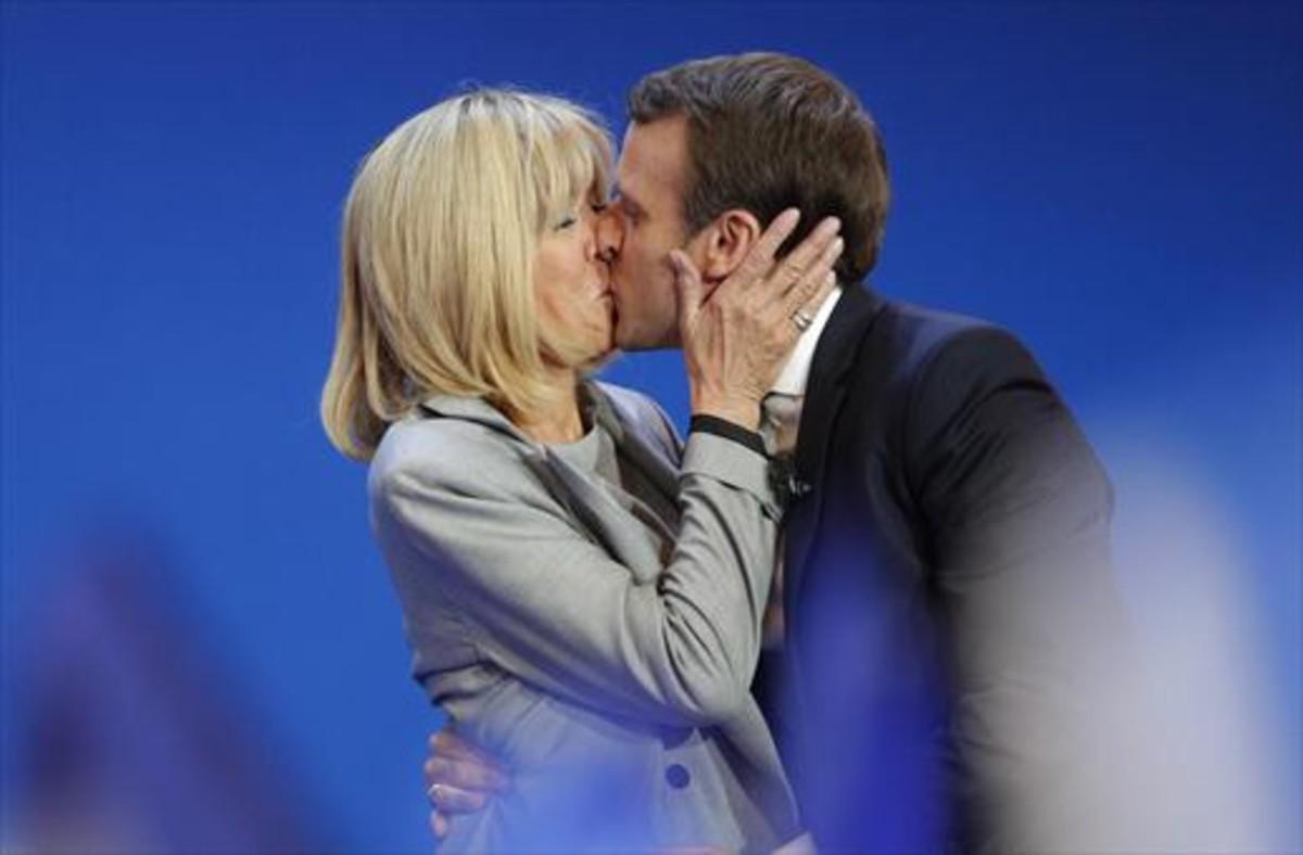 Emmanuel Macron y su esposa Brigitte Trogneux, el pasado 23 de abril.