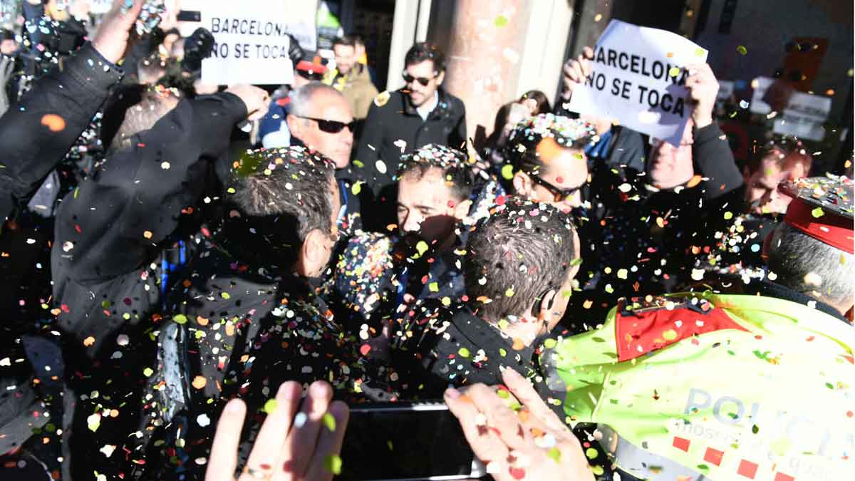 Escrache de grupos de taxistas a los directivos de la patronal de las VTC en Barcelona.