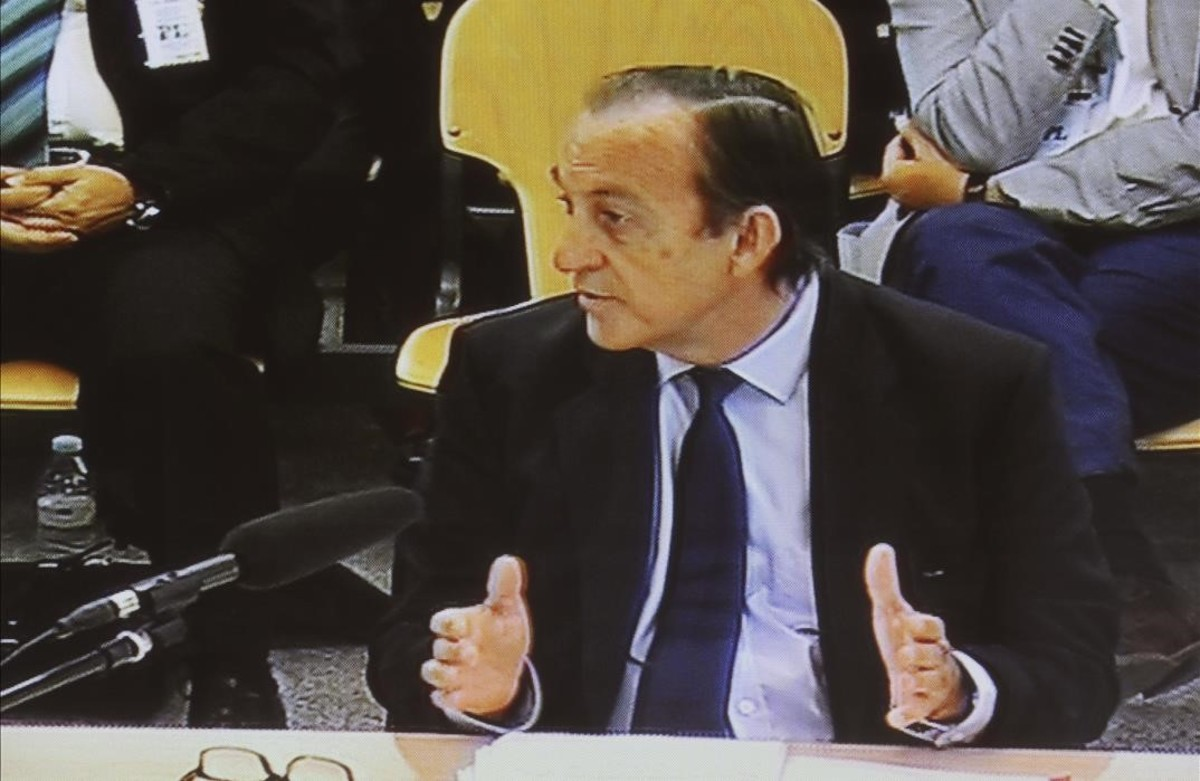 Estanislao Rodríguez-Ponga, durante el interrogatorio en el juicio por las tarjetas 'black' en la Audiencia Nacional.
