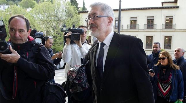 El exconsejero andaluz Antonio Ávila, este martes, 7 de abril, a su llegada al Tribunal Superior de Justicia de Andalucía para declarar por el caso de los ERE.