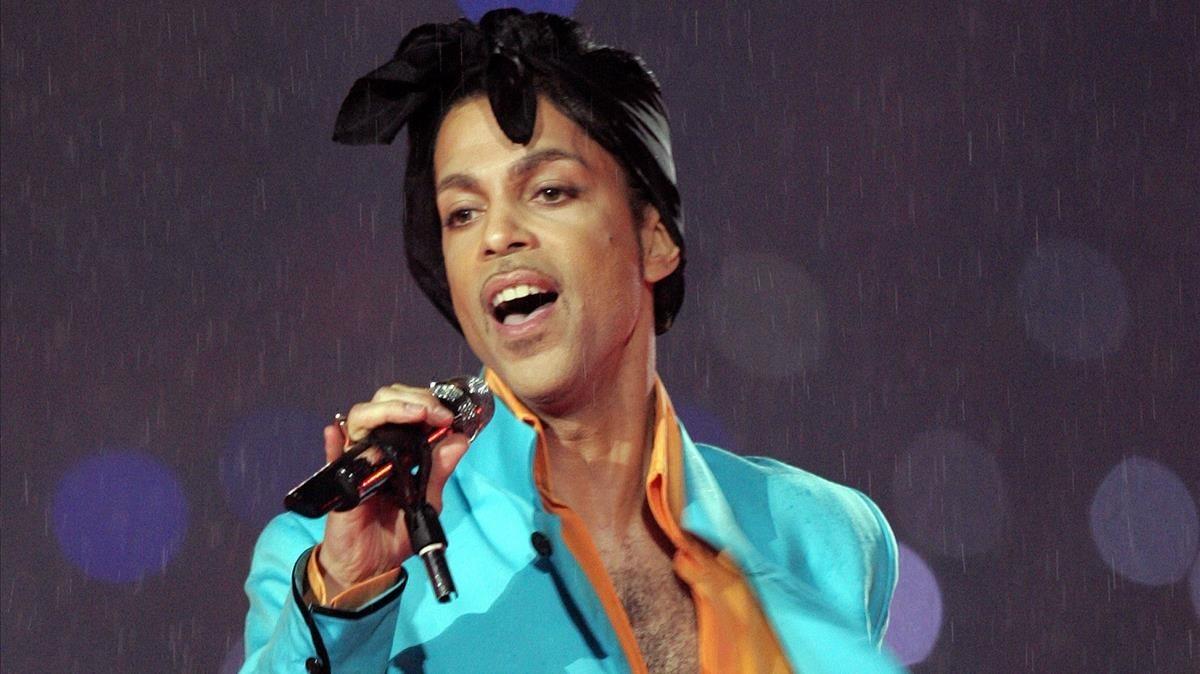 El artista Prince durante su célebreactuación en la Superbowl 2007