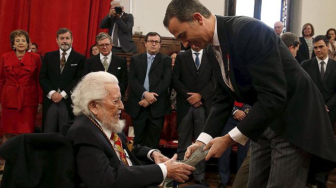 Fernando del Paso recibe el premio Cervantes.