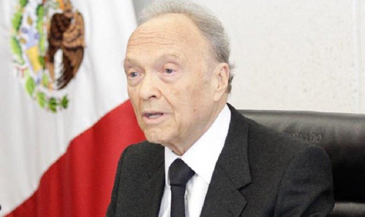 Gertz Manero también ha hecho carrera política, pues fue secretario de Seguridad Pública del Distrito Federal entre 1998 y el 2000.