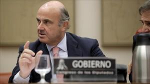 Luis de Guindos, en la Comision de Economía del Congreso de los Diputados.