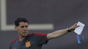 Hierro, en su primer entrenamiento dirigiendo a la selección española en Krasnodar.