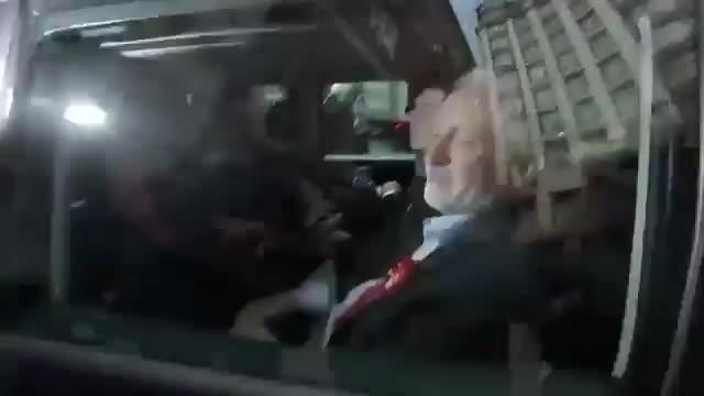 Imatges de latropellament dun càmera de la BBC pel cotxe oficial de Jeremy Corbyn.