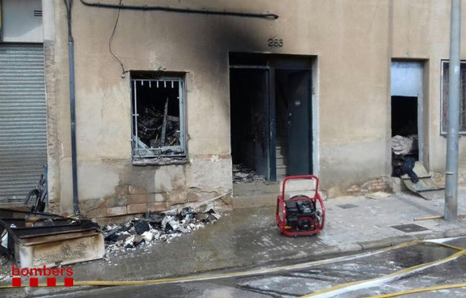 Desallotjades dues famílies per un incendi en una vivenda a Santa Coloma de Gramenet