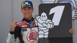 El japonés Takaaki Nakagami (Honda) celebra su 'pole' de hoy en Motorland.