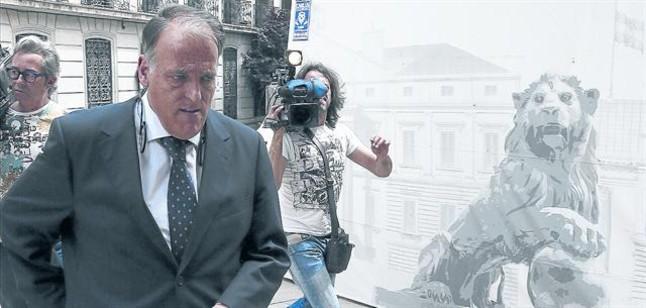 Javier Tebas, presidente de la Liga, a su llegada al Congreso de los Diputados, ayer en Madrid.