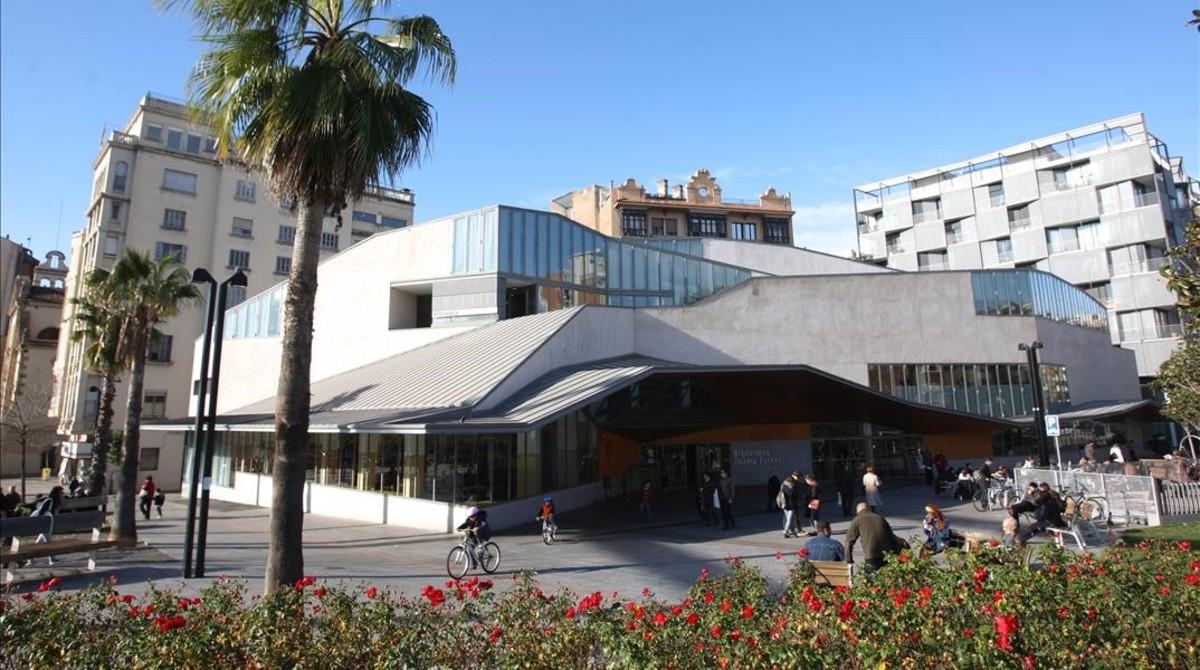 La Biblioteca Jaume Fuster, en la Plaza Lesseps