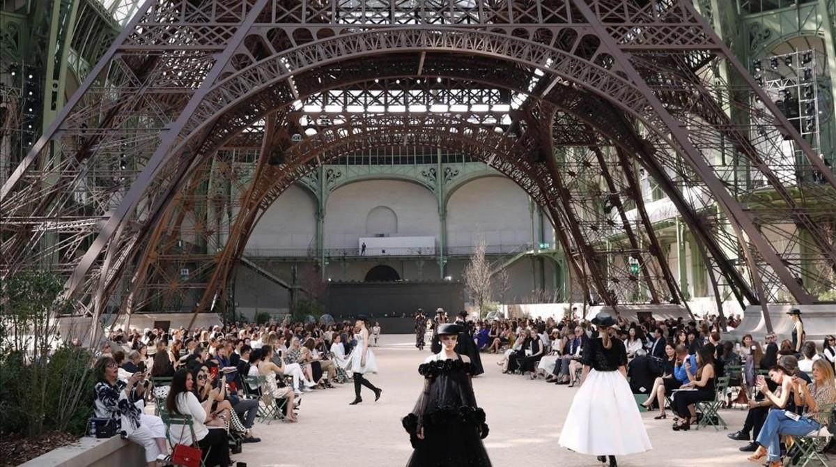 Desfile de Chanel en el Grand Palais de París.