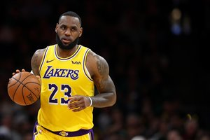 Lebron James, en un partido con los Lakers.