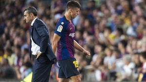 Lenglet abandona el terreno de juego ante Valverde tras ser expulsado con el Girona.