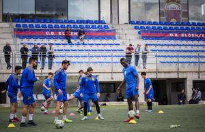 Los jugadores del Elsense, en el entrenamiento del miércoles.