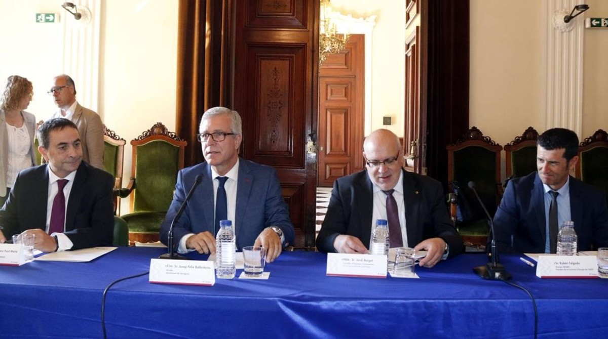 El alcade de tarragona, Josep Félix Ballesteros (centro) y el conseller de Empresa, Jordi Baiget.