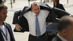 Manfred Weber llega a la cumbre informal de Bruselas, este martes.