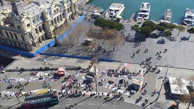 L'ofensiva contra el 'top manta' a la plaça de Catalunya trasllada més pressió al Portal de la Pau