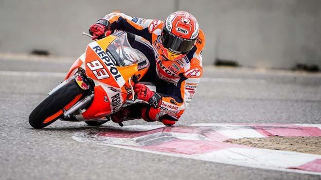 Marc Márquez se sube de nuevo a la moto dos meses después de su operación de hombro. En la foto, el piloto prueba su Honda en el circuito de Alcarràs.