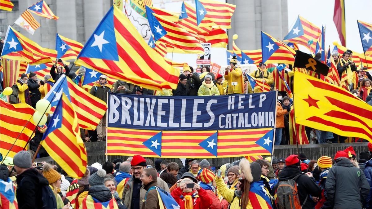 Al menos 20.000 catalanes, han llegado en 250 autocares, aviones y coches particulares.