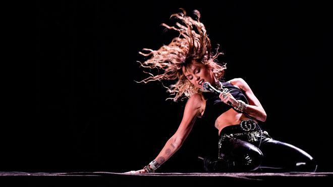 Miley Cyrus celebra el cumpleanos de Kaitlyn Carter.